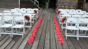 Well the chuppah looked just magnificent on the dock of the Touchstone Resort in Bracebridge, On.